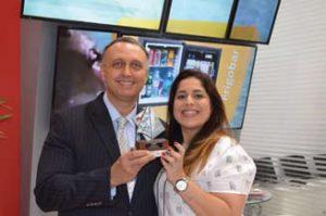 Júlio Cosentino é Diretor da Rentv e ao lado está sua Gerente de vendas Priscila